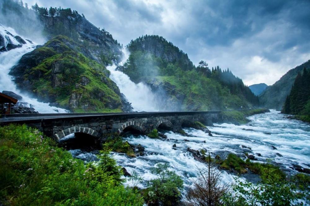 Stari most na vodopadu Latefosen, Norveška